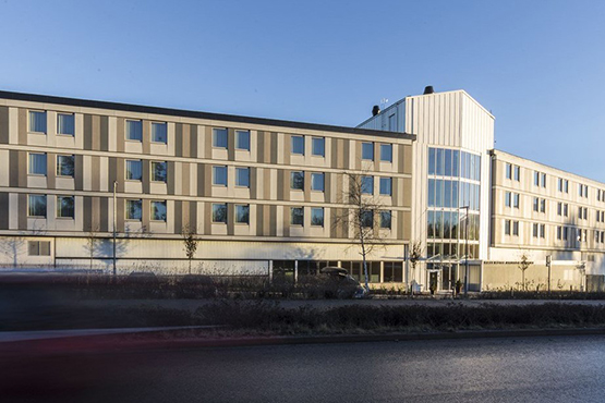 First hotel arlanda airport 39 s modular design usa land for Hotels near arlanda airport