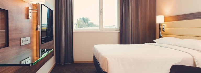 Franchise_hotel_rooms_are_small