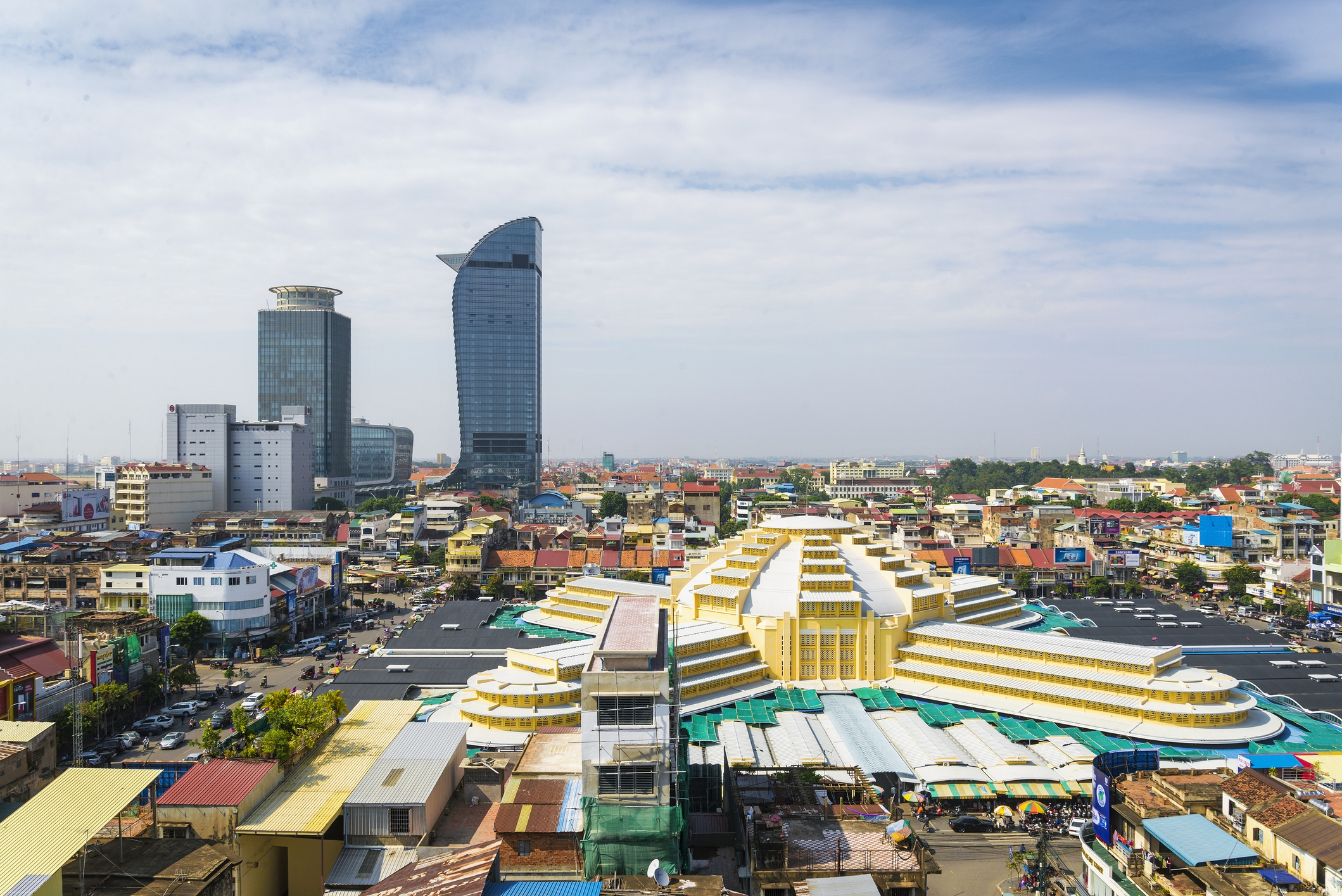 Chinese real estate developer Guangzhou R&F Properties is planning to invest $3 billion to build luxury hotels in Cambodia's Phnom Penh and coastal Preah Sihanouk province over the next five years.