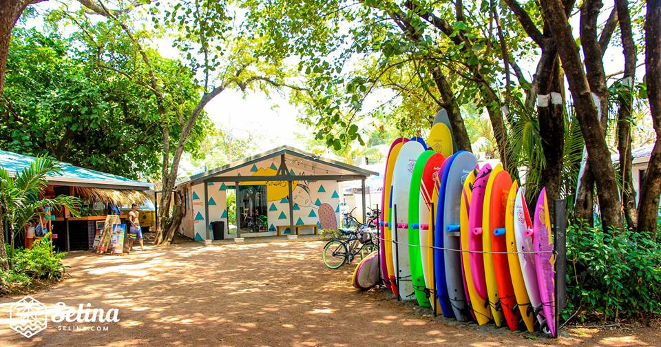 """The international hotel chain Selina which focuses on millennials and offers """"hostel"""" style lodging is expanding its operations in Costa Rica. The first hostel of the brand opened doors in Manuel Antonio, Quepos back in November; a month later it inaugurated two more locations in San José and Santa Teresa; in January the chain opened a small hotel in Puerto Viejo, Limón and in June in Jacó. The hotel chain now has selected La Fortuna in San Carlos as the destination of its next hotel."""